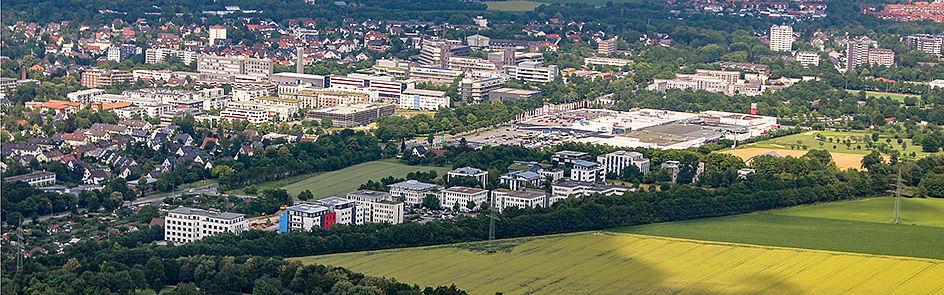 Ausgründungen, Start-Ups und Technologietransfer: Der Technologiepark und die Universität Paderborn – Ansicht von Südwest. (Juni 2018)