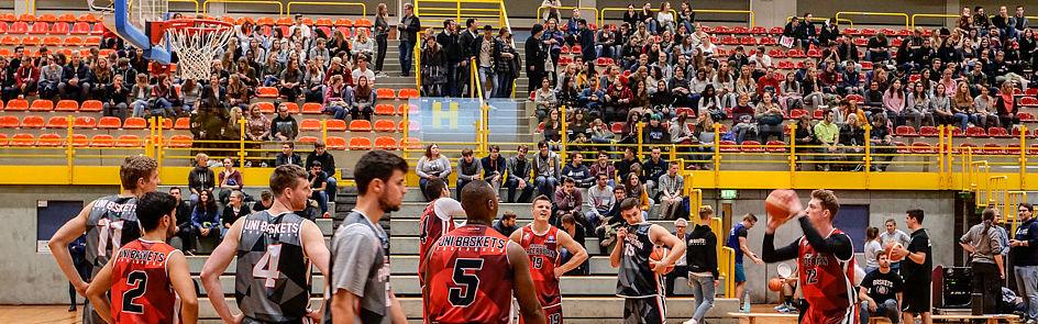Showtraining der Uni Baskets Paderborn vor der offiziellen Begrüßung der Erstsemester in der Maspernhalle.
