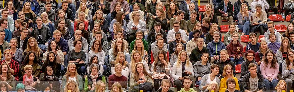 Zum Wintersemester 2018/19 werden an der Universität Paderborn 3.793 neue Studierende begrüßt.