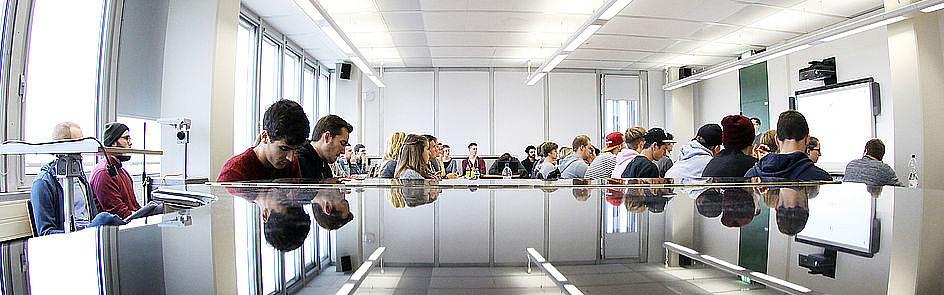 Titelbild zum Bachelorstudiengang Populäre Musik und Medien (Foto: Universität Paderborn, Adelheid Rutenburges)