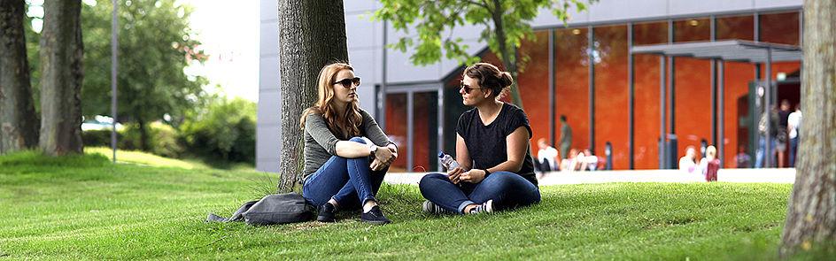 Zum Wintersemester 2017/18 lernen, arbeiten und forschen insgesamt ca. 19.700 Studierende (vorläufiger Stand: 28. September 2017) auf dem Campus der Universität Paderborn.
