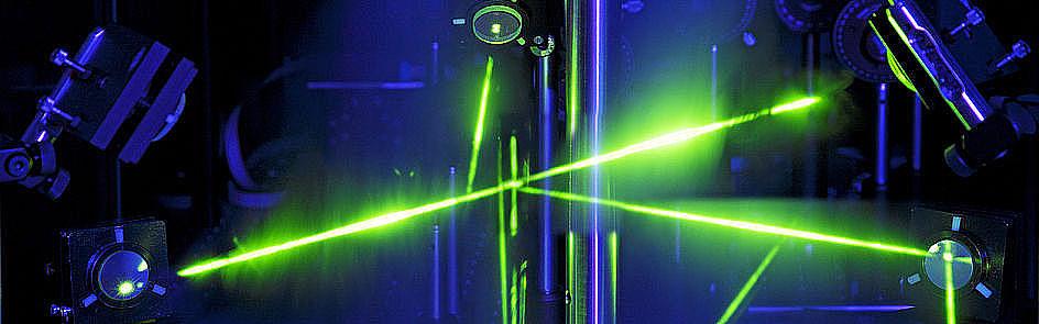 Titelbild zum Studiengang Physik. Foto (Matthias Groppe): Holographie-Apparatur von Herrn Dr. Andreas Redler