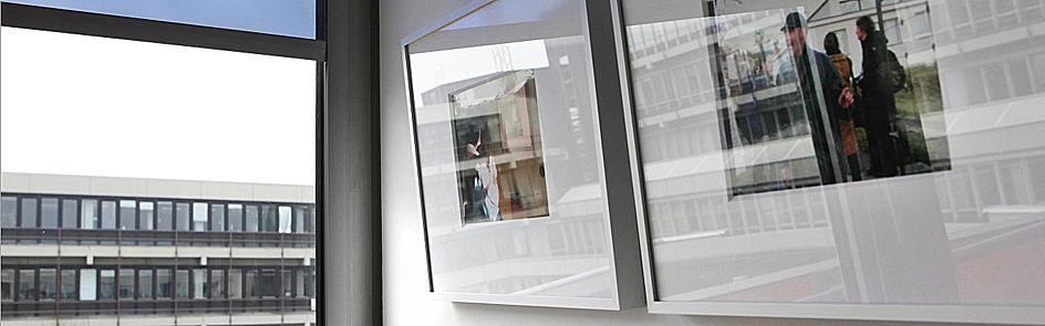 Kunstausstellung auf dem Flur B2.