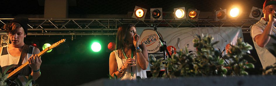 Bis zu acht Bands aus der Region stehen jährlich beim AStA-Sommerfestival auf der L'UniCo-Bühne.