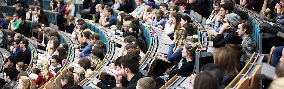 Ob Erstsemesterbegrüßung, Einführungsveranstaltung oder Vorlesung, mit Beginn der Vorlesungszeit werden die Hörsäle wieder voll.